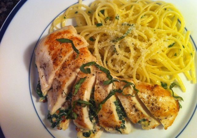 Ricotta+and+Spinach+Stuffed+Chicken+with+Garlic+Linguine-3